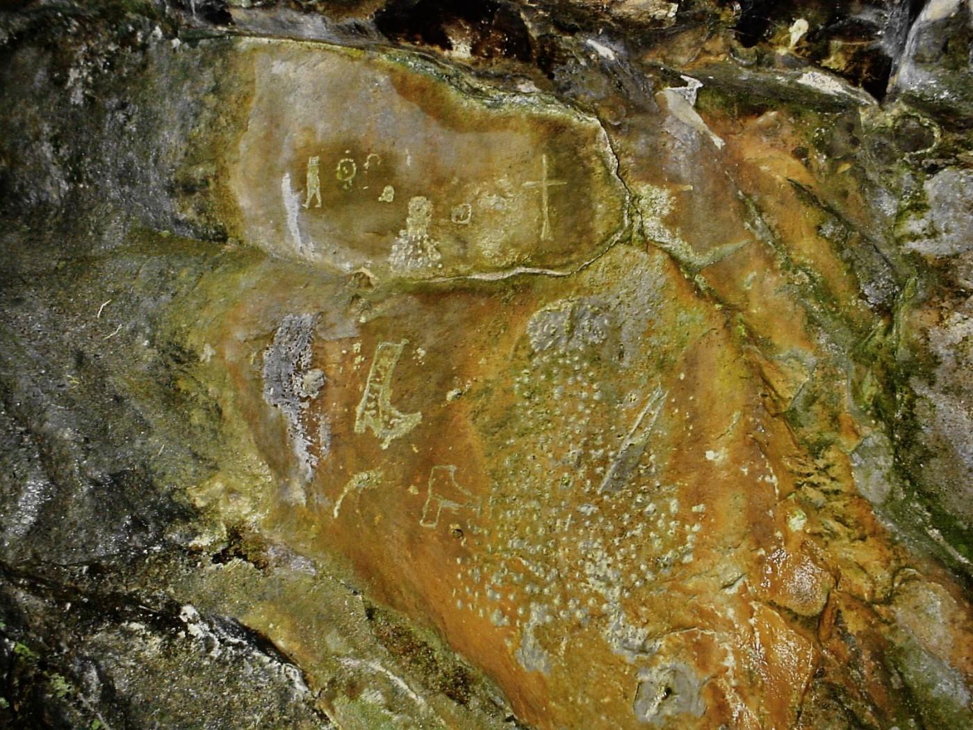 La paretina istoriata del riparo sotto roccia
